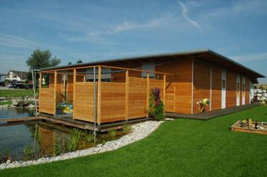 kreativer holzbau einfamilienhaus in moidrams. Black Bedroom Furniture Sets. Home Design Ideas